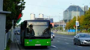 Категорию Е в автошколе как дополнение, выдается водителям автобуса, если пассажирская вместимость больше восьми человек.