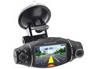 Самые простые модели автомобильных видеорегистраторов  представляют собой моноблок, оснащенный встроенной видеокамерой, который крепится на лобовое стекло или зеркало заднего вида